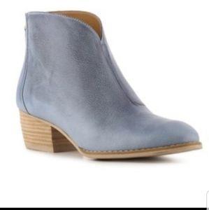 Nine West Jarrad blue leather ankle booties 7